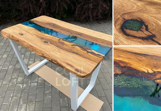 Стол с голубой рекой и мхом