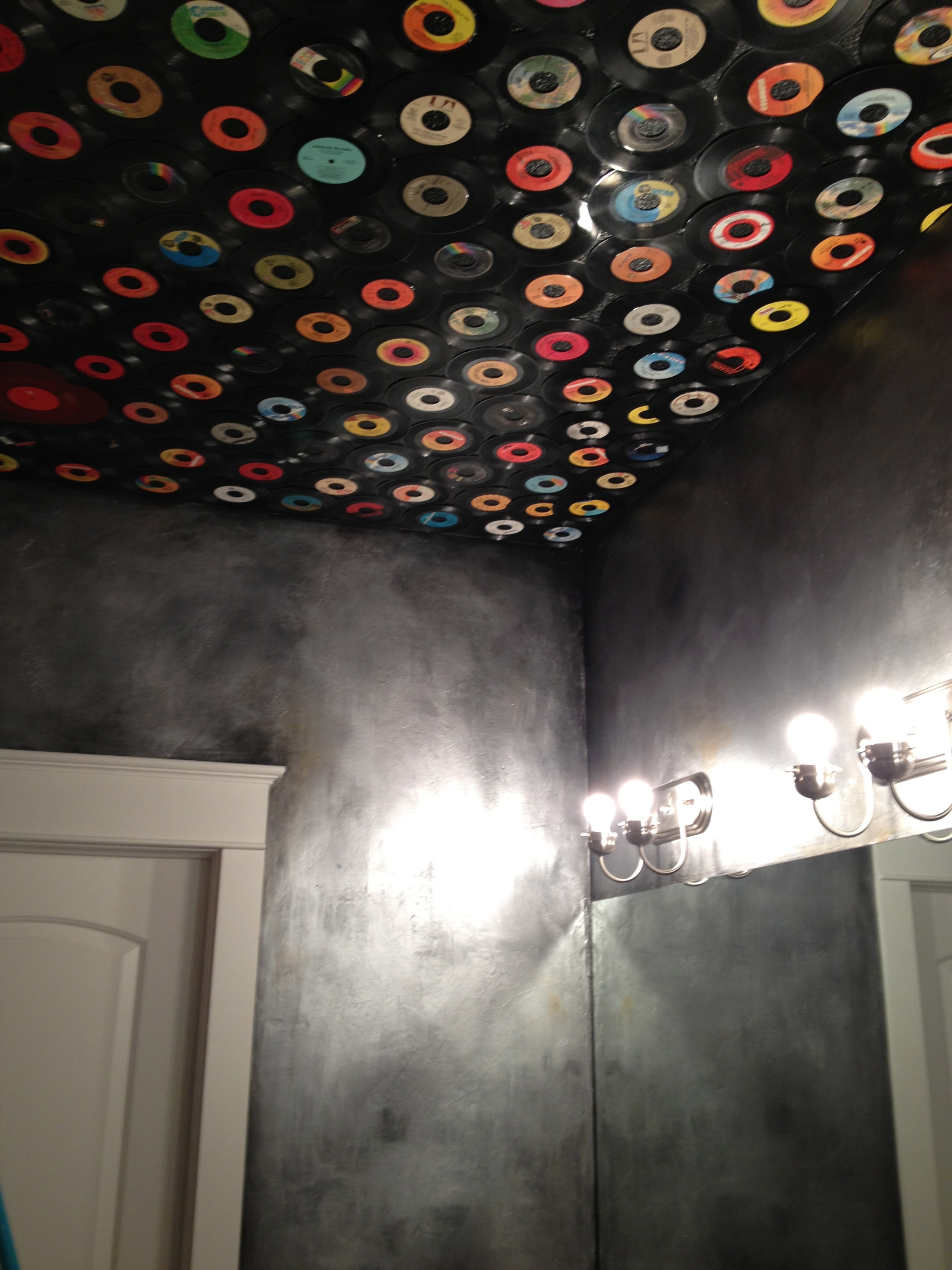 Rock n Roll bathroom