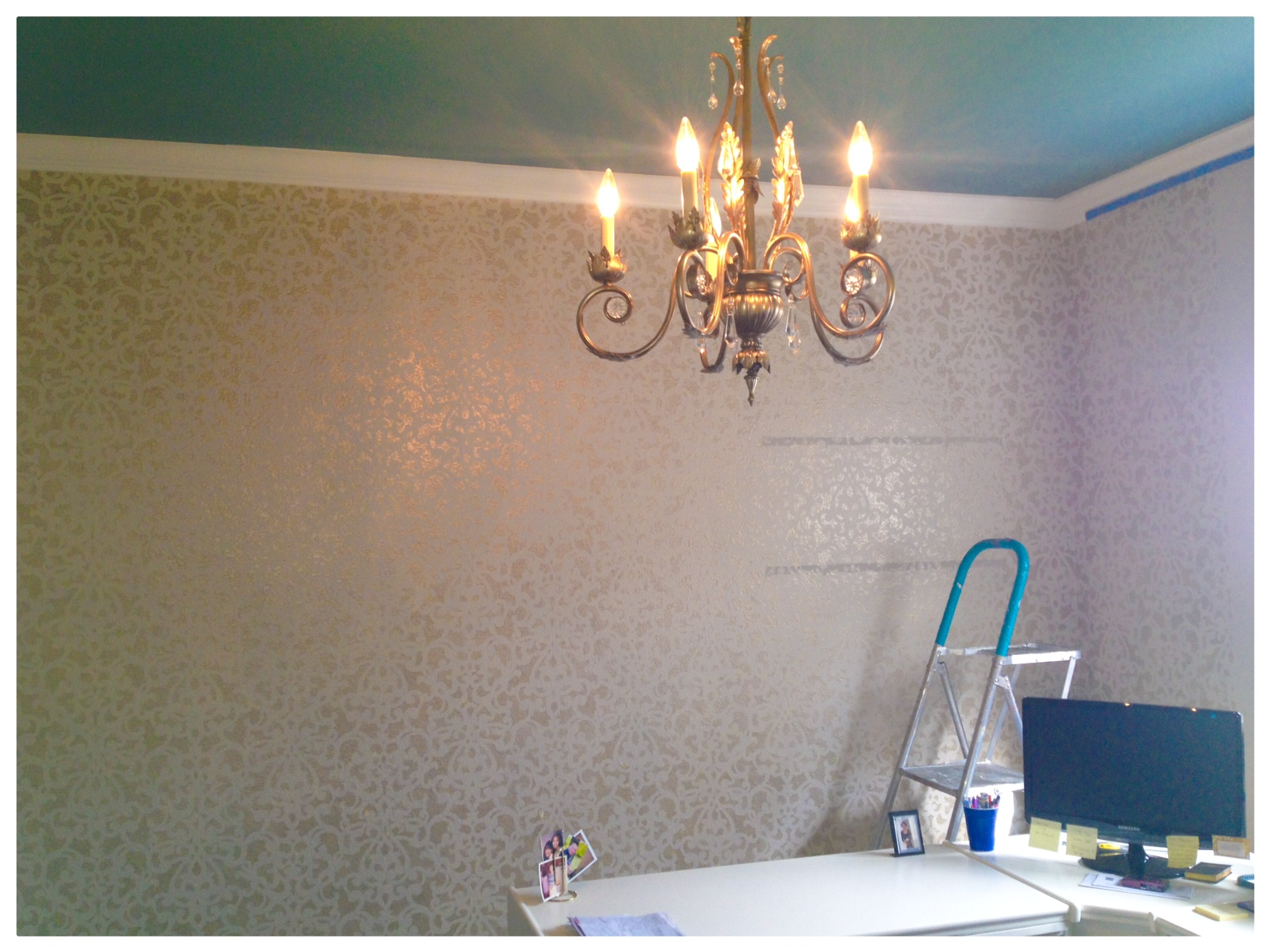 Champagne Metallic Damask