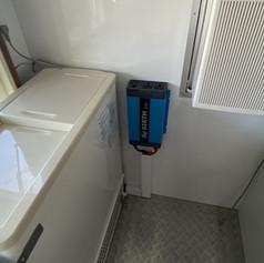 バッテリーから電源を持ってくるインバーター
