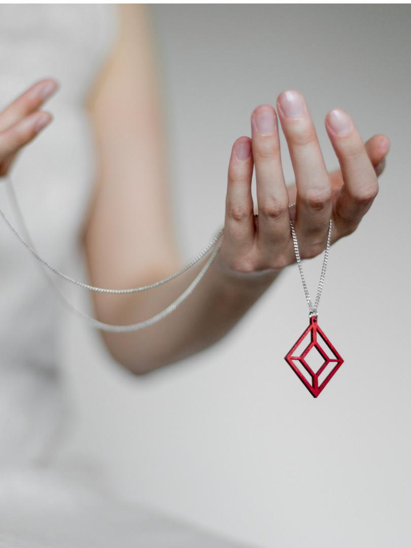 Himmeli_red_necklace_Valona_photo_Liivia