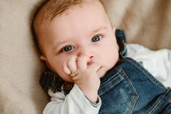 bébé nouveau né phototgraphe vaucluse maternité regard