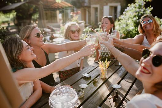 evjf photographe vaucluse enterrement vie jeune fille copines amies sourire