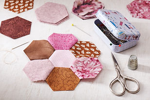 Sewing of hexagon pieces of fabric a qui
