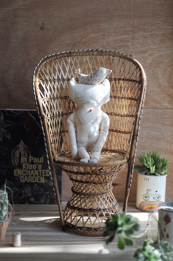 Little-Cat-in-my-Garden-2