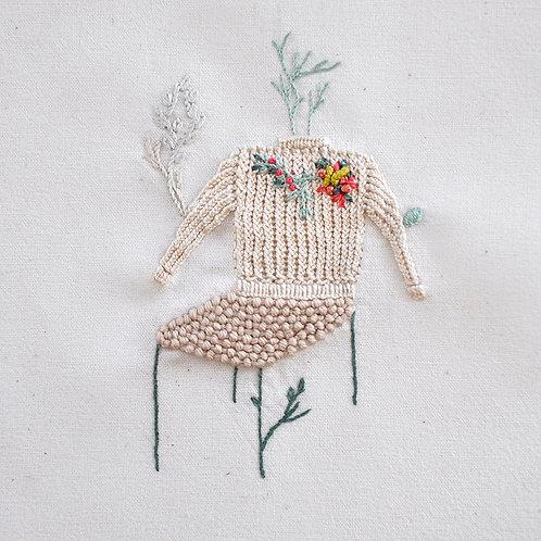 Silla con sweater tejido con flores