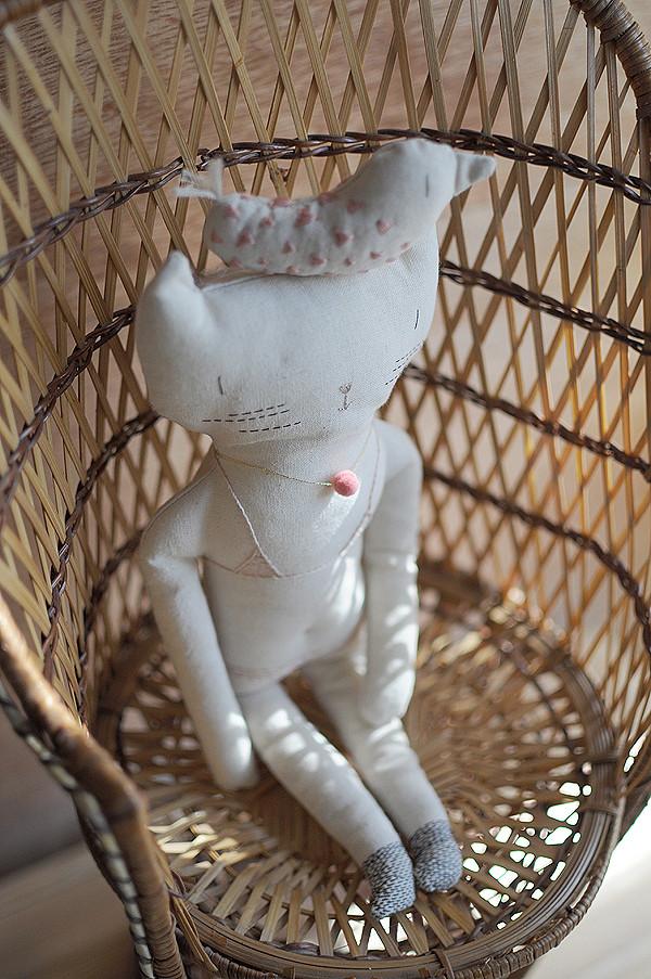 Little-Cat-in-my-Garden-3