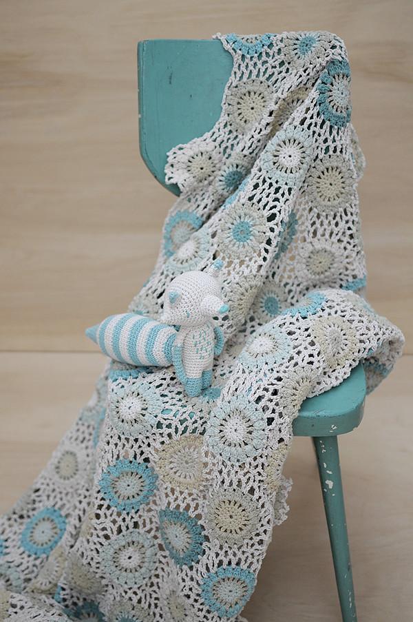 Leonor-blanket-and-Matematico-acqua