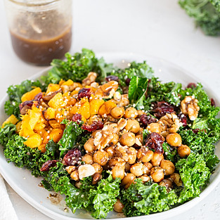 Marinated chickpeas kale salad