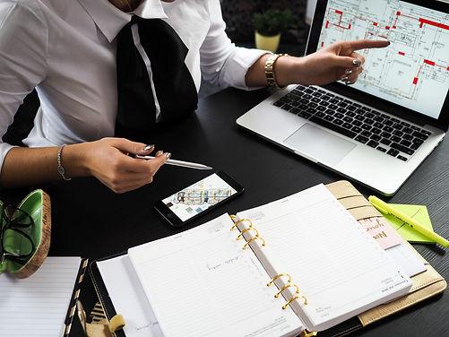 architect-businesswoman-composition-3136