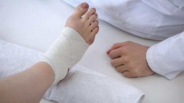 保険施術,西横浜,接骨院,骨折,捻挫,身体の痛み,寝違え,ぎっくり腰,つき指|西横浜整骨院