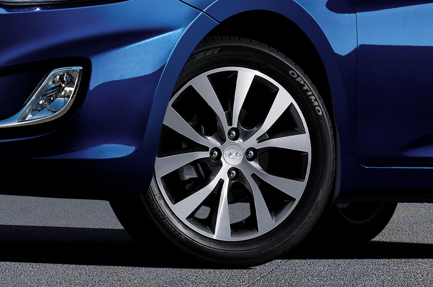 "16"" two-tone alloy wheels."