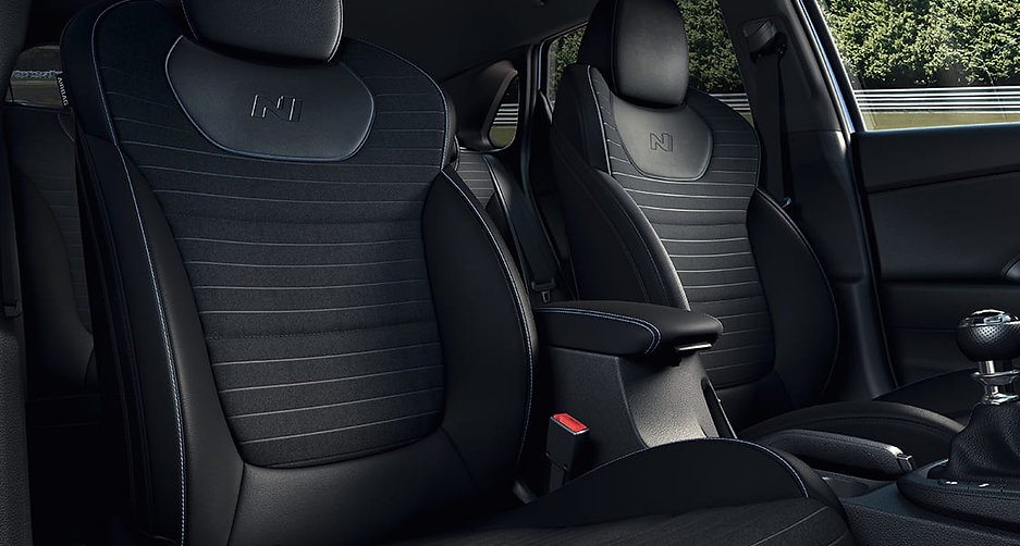 i30n-pdn-gallery-front-seats-black-suede