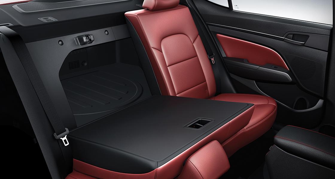 Split-folding rear seats.