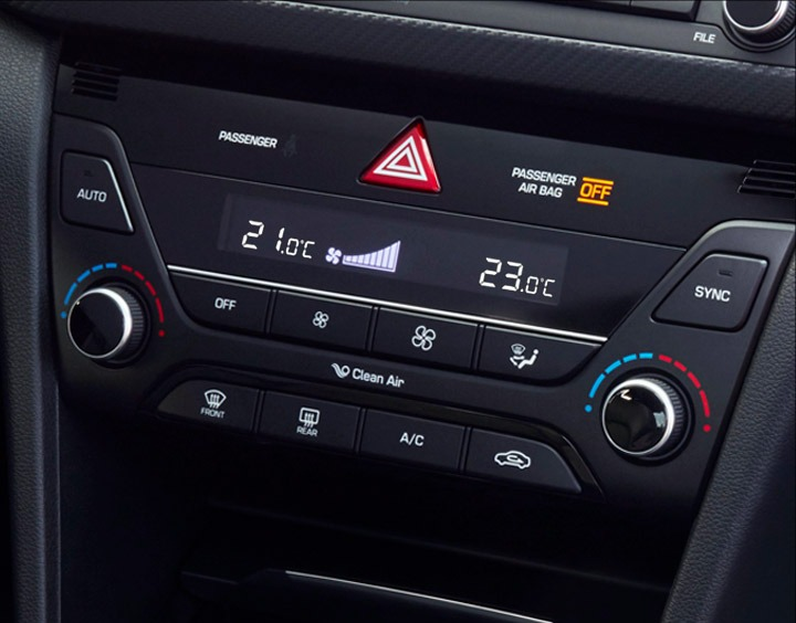 Dual-zone automatic A/C.