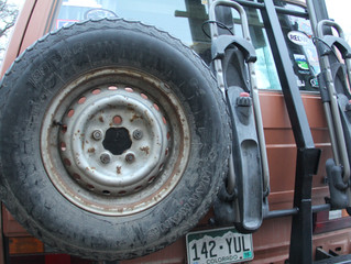 Swing away spare tire carrier