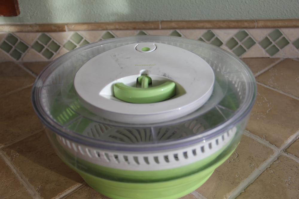 Salad spinner, bowl, colander