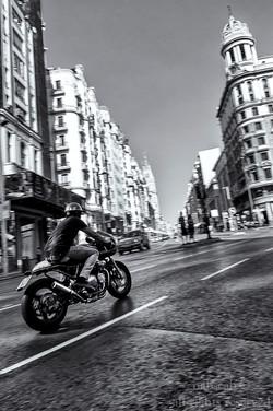 Moto en Gran Vía
