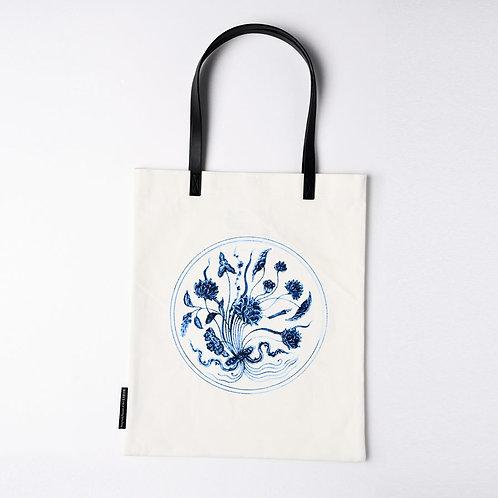側背袋: 青花—把蓮紋大碟  Blue and White Lotus Tote Bag