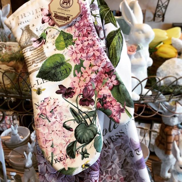 flower oven mitt.jpg