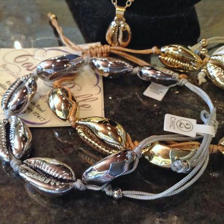 shell bracelet.jpg