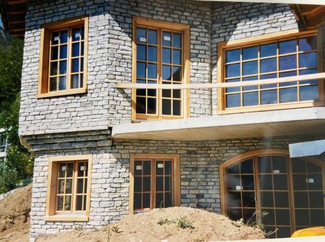 Steinhaus_Fenster.jpg