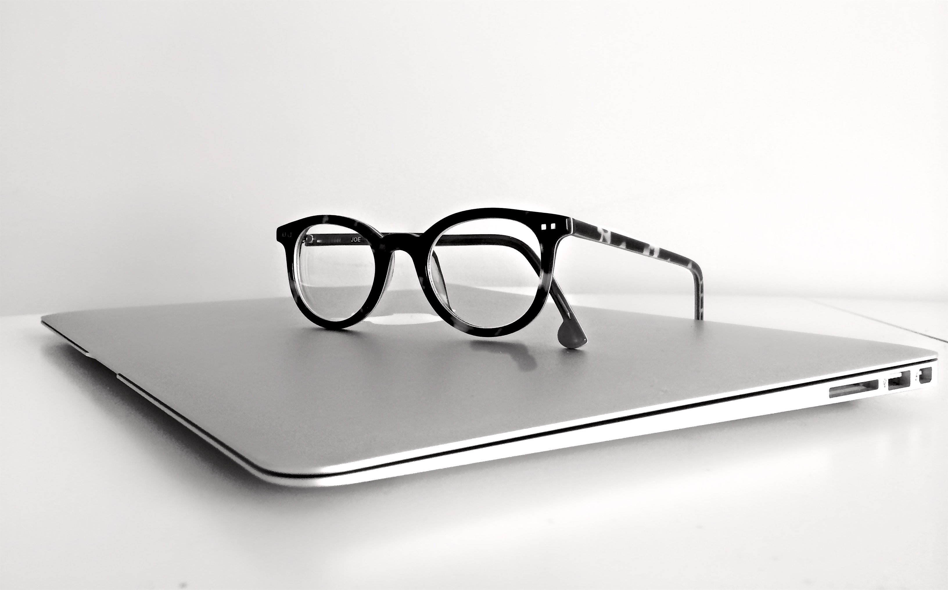 apple-computer-eyeglasses-159417