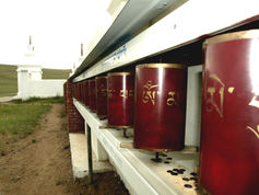 Ацагатский дацан «Гандан Даржалинг». Чтобы увидеть это место, просто позвоните: 8-3952-67-66-90 и закажите экскурсию.