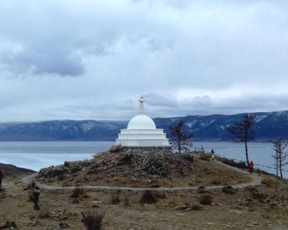 Буддийская Ступа Просветления на острове Огой