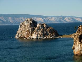 Фото достопримечательностей острова Ольхон на Байкале: скала Шаманка (мас Бурхан)