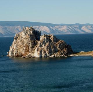 Мыс Бурхан скала Шаманка на острове Ольхон