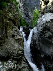 Водопад на реке Кынгарге, поселок Аршан. Чтобы увидеть это место, просто позвоните: 8-3952-67-66-90 и закажите экскурсию.