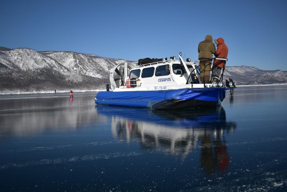 Ледовый круиз Хрустальный лед Байкала