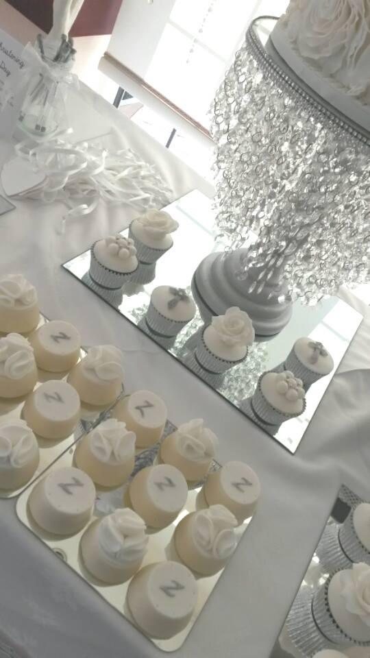 dipped oreos and cupcakes