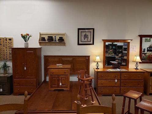 CLOSEOUT Oak 6 Piece Shaker Bedroom Suite with Platform Bed (Michael's)