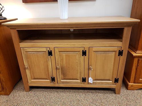 """CLOSEOUT Pine 48"""" TV Stand (Harvest)"""