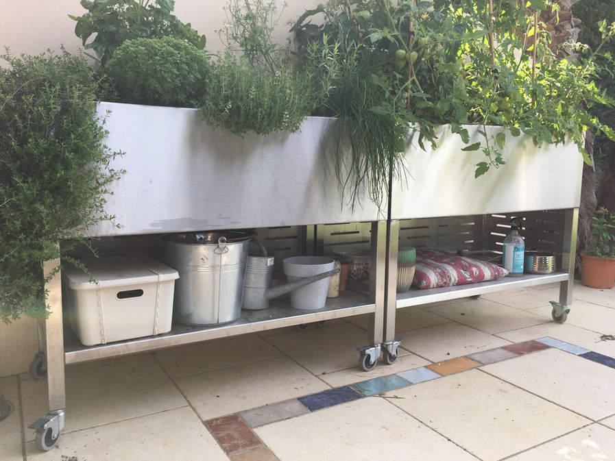 mobilier sur mesure en inox pour fleuriste