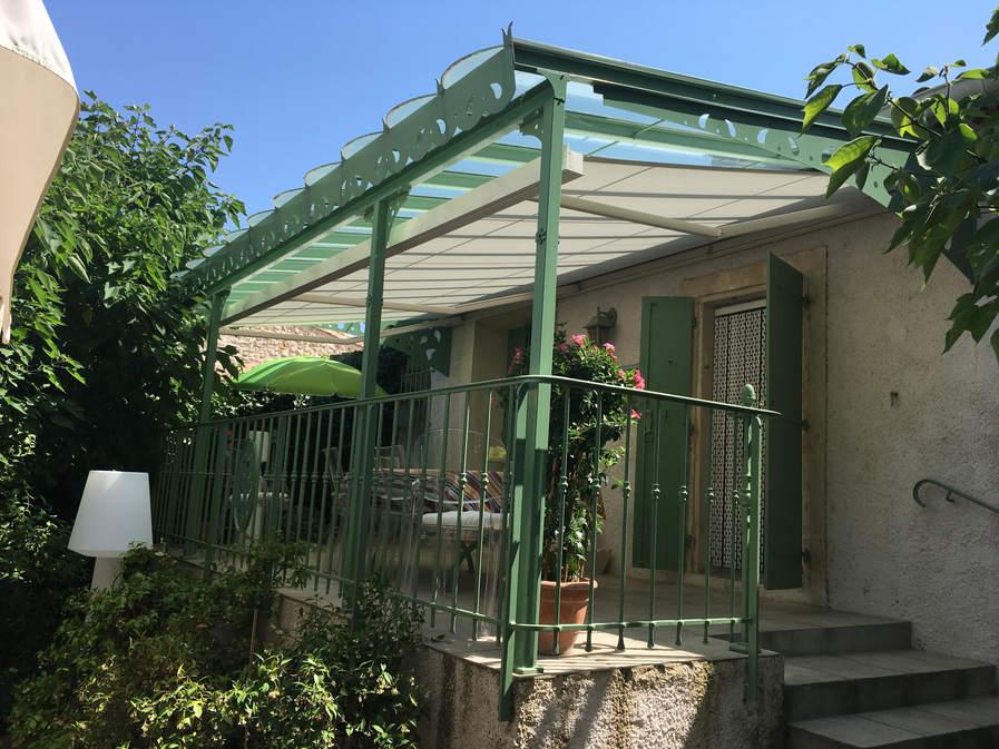 pergola toiture vitrée et toile d'ombrage