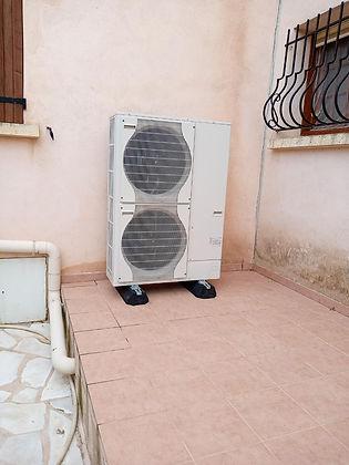 Installation extérieure d'une pompe à ch