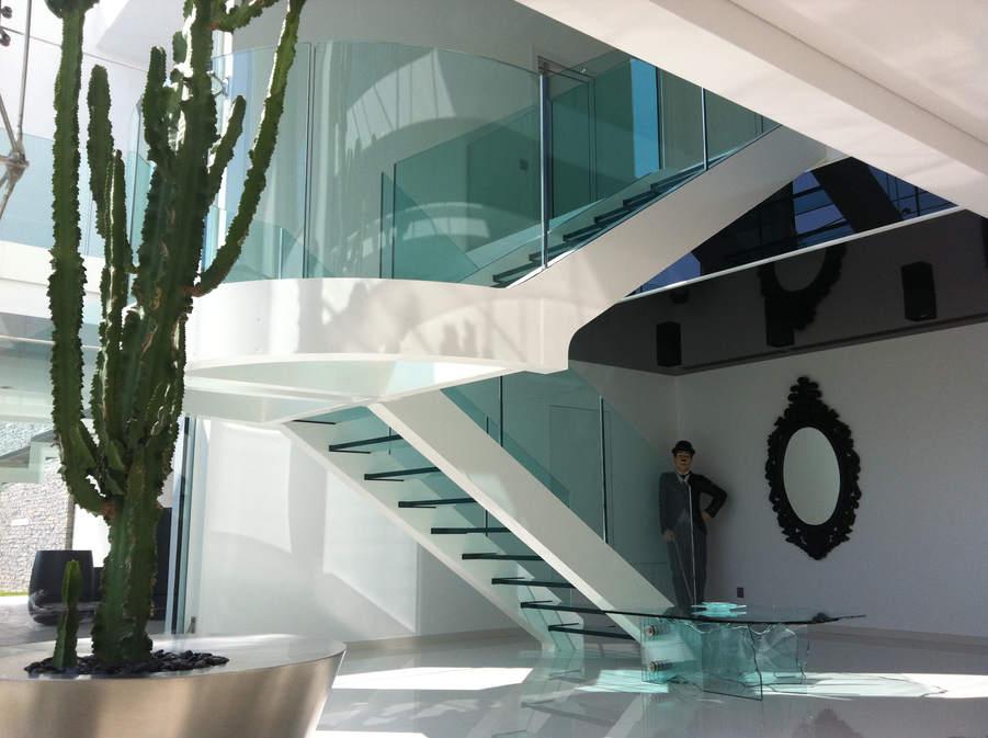 escalier garde-corps en verre bombé