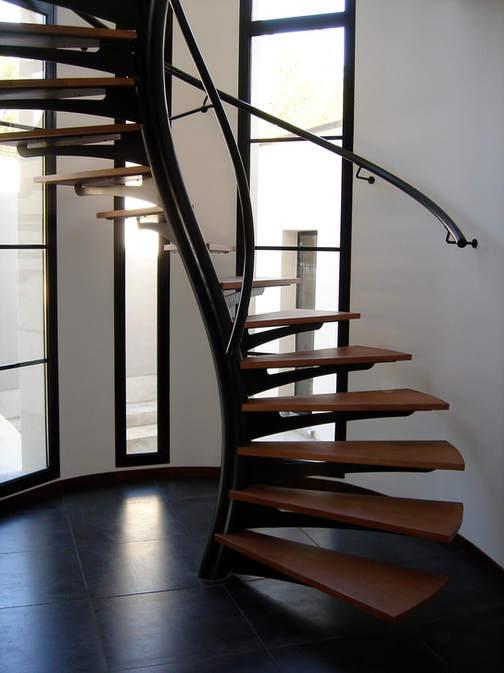 escalier hélicoïdal contemporain