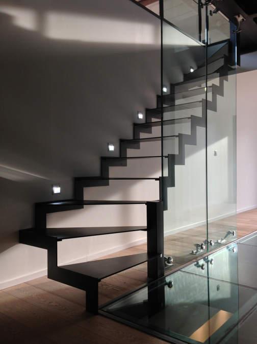 escalier métal transparent