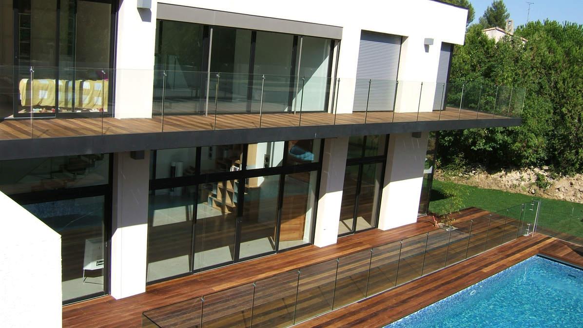structure balcon garde-corps et protection pisicne en verre