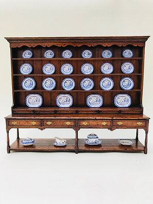 17th Century Dresser