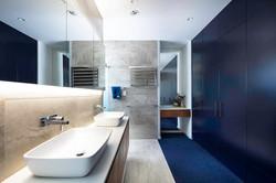 Dramatic, navy bathroom