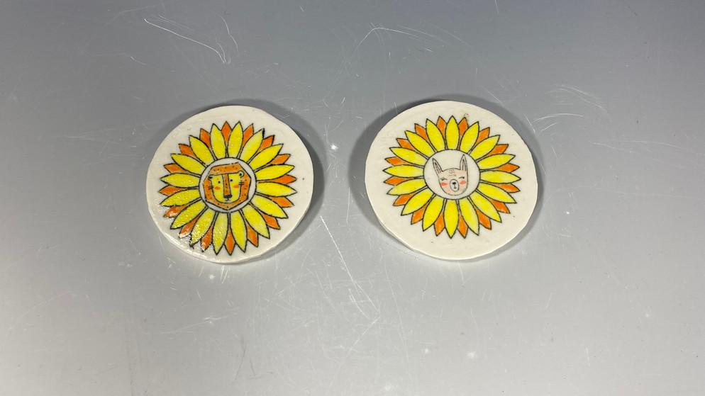 二〇二〇年 瓷器,釉下和釉料 每件直径 7.62 厘米