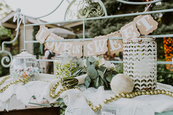 FAVOR TABLE WITH DECOR