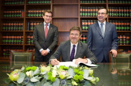 01 Rafael Catala Ministro de Justicia firma Libro de Honor