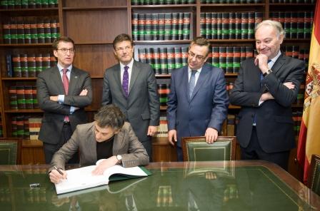 03_Xulio_Ferreiro_Alcalde_A_Coruña_firma_Libro_de_Honor