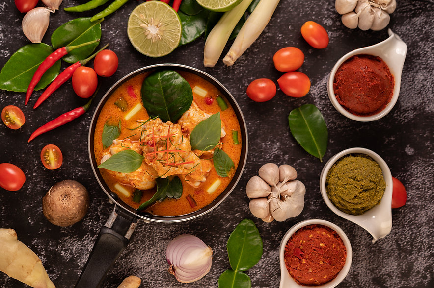 chicken-curry-pan-with-lemongrass-kaffir-lime-leaves-tomatoes-lemon-garlic.jpg